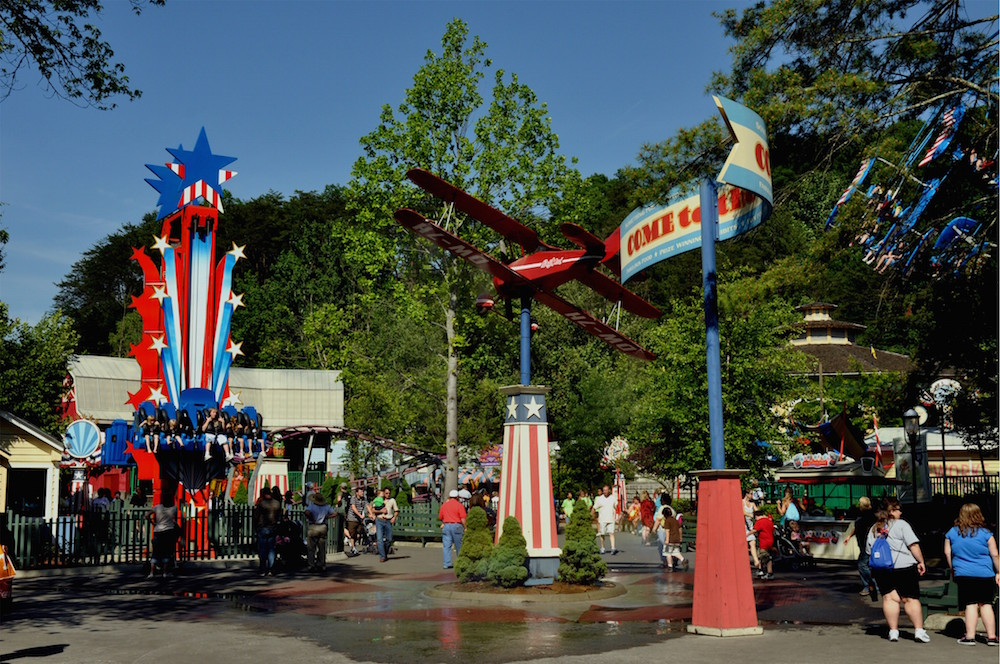 Fun Rides At The Theme Park Close To Our Pigeon Forge Cabins Near Dollywood.