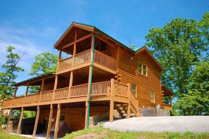 The exterior of Black Bear Lodge, one of our log cabin rentals in Pigeon Forge Tennessee.